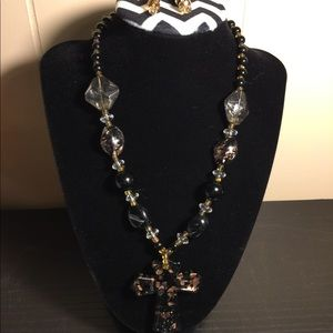 Jewelry - Pretty glass necklace and earrings set